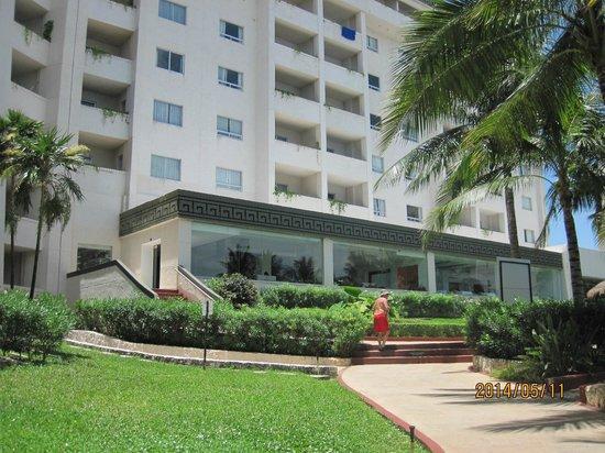 Casa Maya Cancun: Area de ingreso desde la playa (y piscinas)