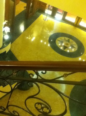 Hotel Principe Palace: Reception from stairwell.