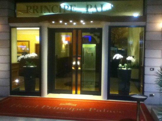 Hotel Principe Palace: Reception.