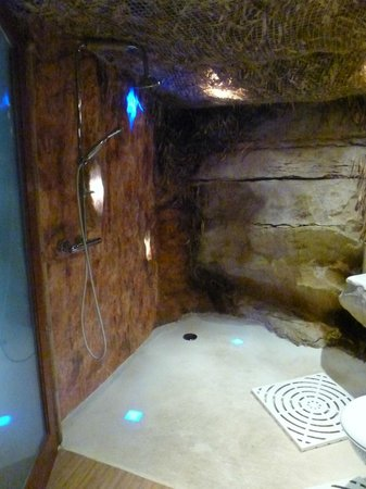Douche troglodyte fotograf a de chambres d 39 hote atypiques - Chambre d hote troglodyte tours ...