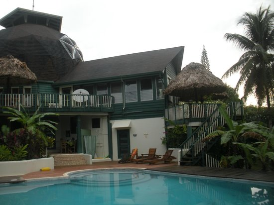 Belize Jungle Dome: The view from the pool patio
