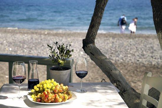 Vassilikos Restaurant: next to the sea.....