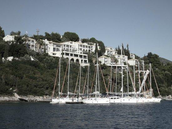 Neilson Retreat Beachclub: Approaching hotel from sea