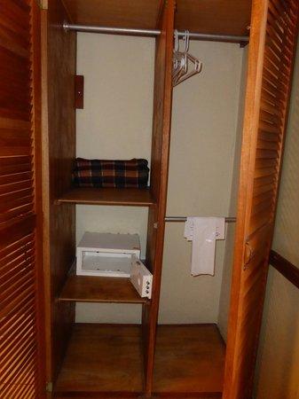 Adventure Inn: Armoir with safe