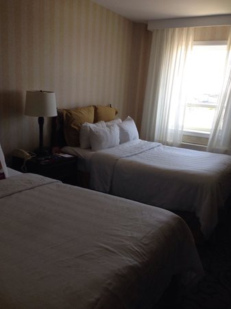 Crowne Plaza Niagara Falls - Fallsview: Small room. Room 719.
