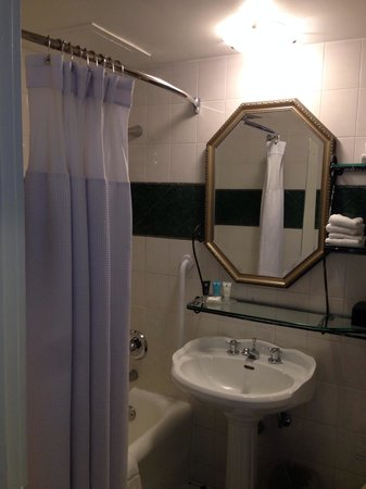 Crowne Plaza Niagara Falls - Fallsview : Bathroom in room 719.