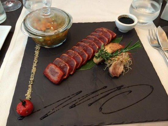 Restaurant La Cafetière Fêlée: tuna tataki tandori with foie gras and violet artichoke