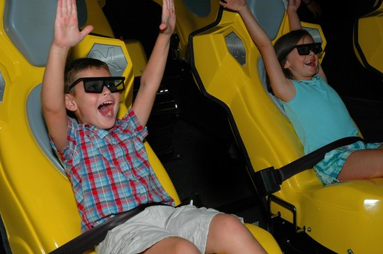 Knuckleheads: 4D Theater!