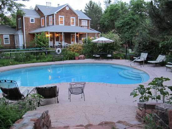 Sunflower Hill, A Luxury Inn: Sunflower Hill's pool.