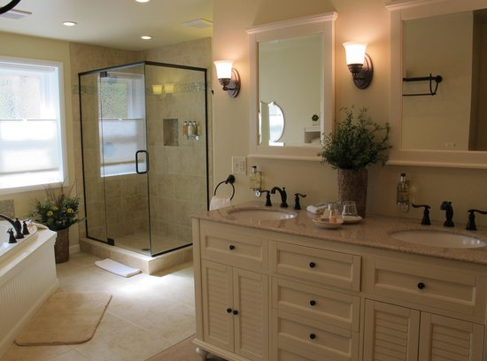 Sunflower Hill, A Luxury Inn: The Sunporch Room's new en suite bathroom.