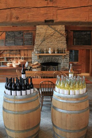 The Grange of Prince Edward Vineyards and Estate Winery: Cozy fire place