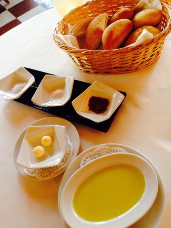 SA Romana: Delicious warm bread with three different types of flavoured salts. The darker one is olive flav