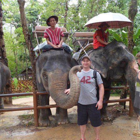 Siam Safari : Our elephant loved posing for us!