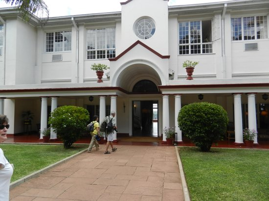 The Victoria Falls Hotel: Classic Entrance