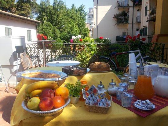 Hotel Francesco : colazione bellissimo! molta scelta e al interno tv buona musica ... veramente relax!