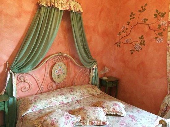 Agriturismo Romantico Taverna di Bibbiano: camera le camelie