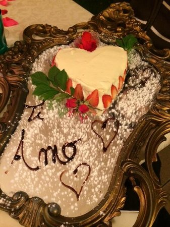 Agriturismo Romantico Taverna di Bibbiano: dessert della cena romantica