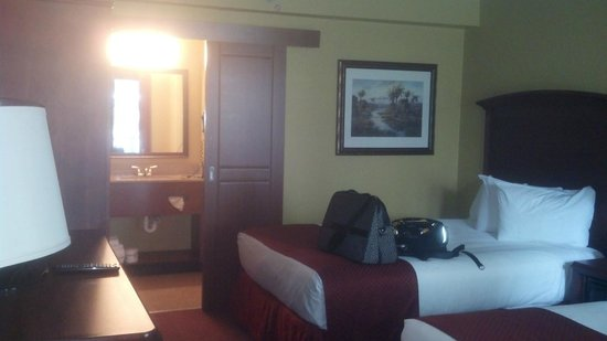 Rosen Inn: View into bathroom