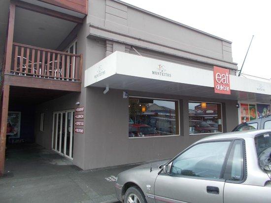 Eat Deli & Bar: outside
