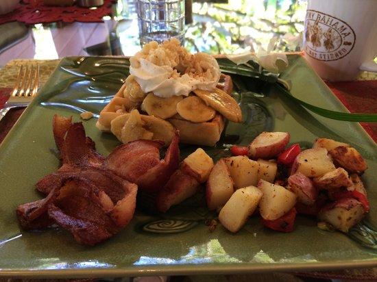 Honu Kai B&B: Banana rum waffles, anyone?