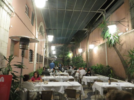 Cervejaria Trindade : The less than scenic cloisters
