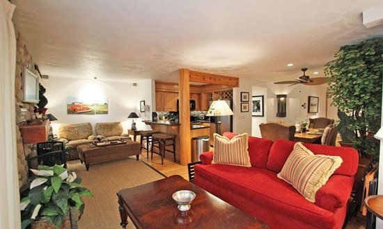 Snow Flower Condominiums : Beautifully remodeled 2 bedroom corner unit!