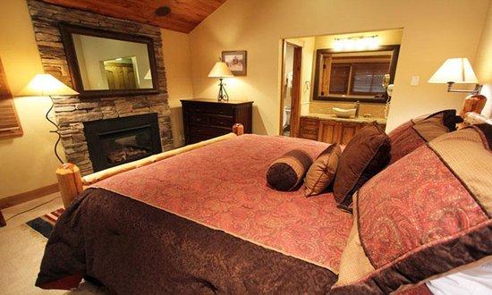 Snow Flower Condominiums: Relaxing master bedroom in a 3 bedroom plus loft unit