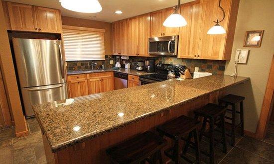 Snow Flower Condominiums : Wonderfully appointed kitchen
