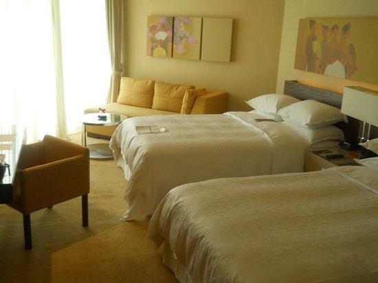 Sheraton Nha Trang Hotel and Spa: room, beds