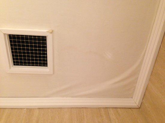 Grand Hotel de la Minerve: Bathroom ceiling
