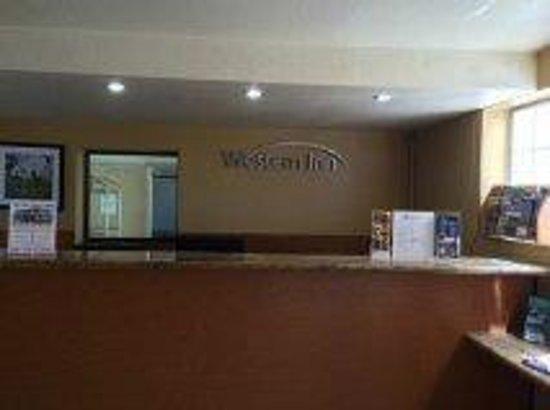 Western Inn & Suites : Lobby