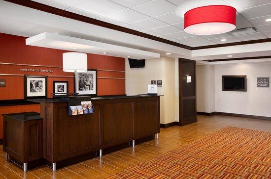 Hampton Inn Limerick-Philadelphia Area: Front Desk/ Lobby