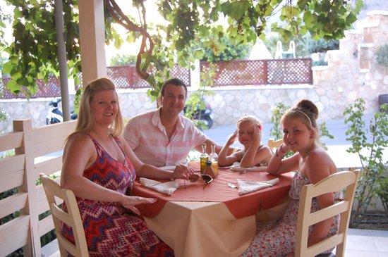 Meltemi : family photo in meltimi