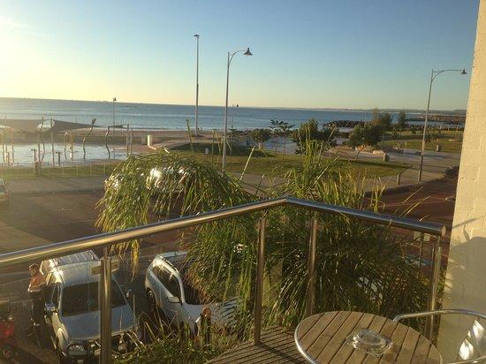Ocean Centre Hotel: Nice size balcony