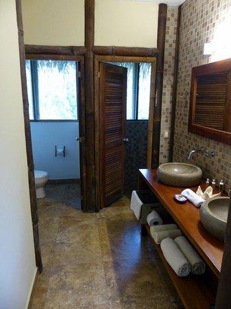La Selva Amazon Ecolodge: Sup. Room Bathroom
