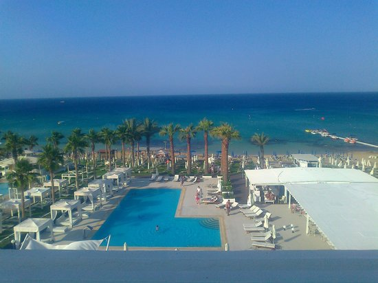 Vrissiana Beach Hotel: view from the end balcony of the hotel
