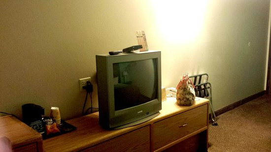 Super 8 Rapid City Rushmore Rd: TV and small coffee maker next to it