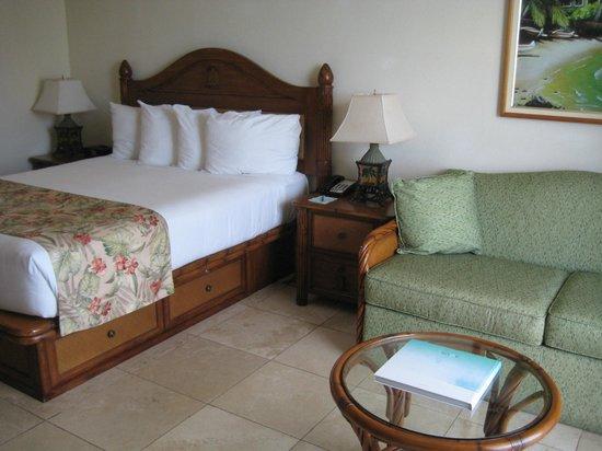 Luana Waikiki Hotel & Suites: Bed