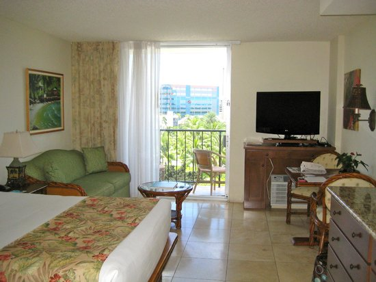 Luana Waikiki Hotel & Suites: Room with partial ocean view