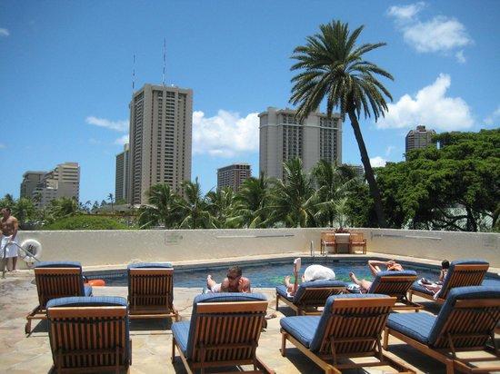 Luana Waikiki Hotel & Suites: Pool
