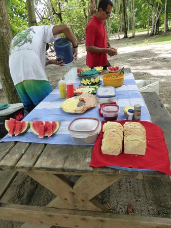 La Paloma Lodge: Lunch served on an excursion
