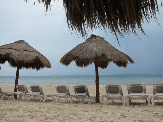 Now Sapphire Riviera Cancun: Cloudy Beach