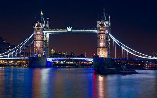 Hairy Goat Photography Tours : London Bridge At Night - 30 Second Exposure