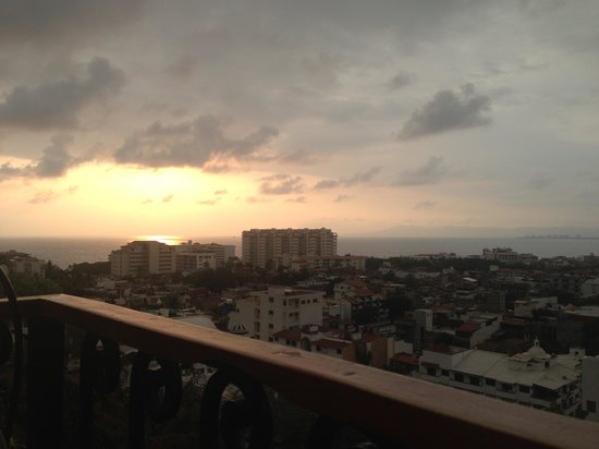 El Palomar de los Gonzalez: Sunset as the storms we rolling in