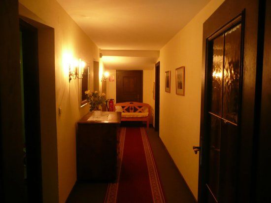 Haus Am Moos: hallway on top floor (suite)