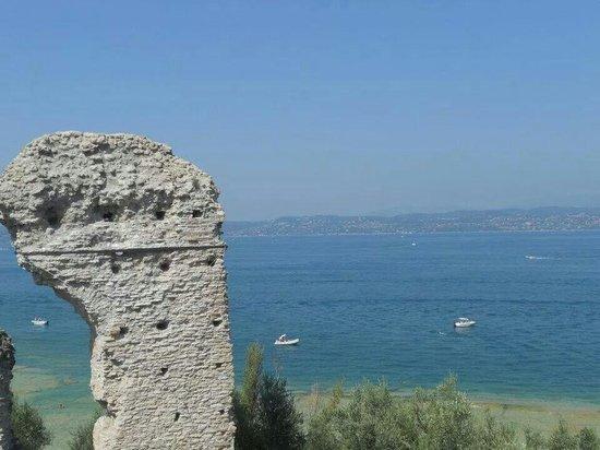 Grotte di Catullo: Panorama dalle grotte!