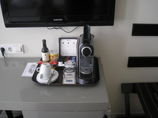 H10 Berlin Ku'damm : Room amenities