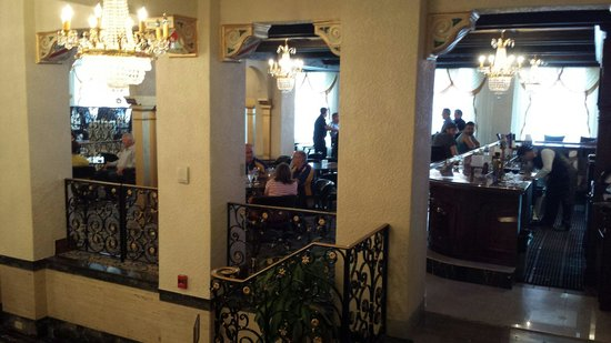 Floridan Palace Hotel : The bar/lounge. Very cool.