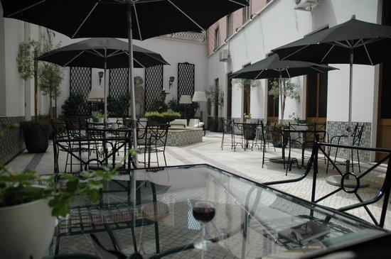Hotel Infante Sagres : Cour intérieure