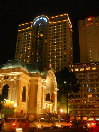 Dong Khoi Street: Caravelle hotel and opera house